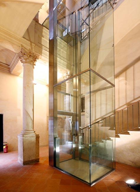 ascensore in vetro Palazzo Ducale Mantova